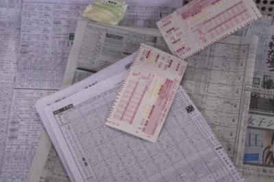 馬券とマークシートと競馬新聞