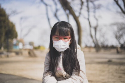 マスクする子供