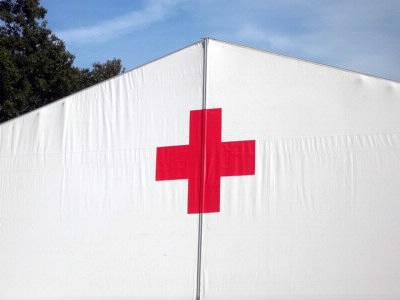 赤十字のテント