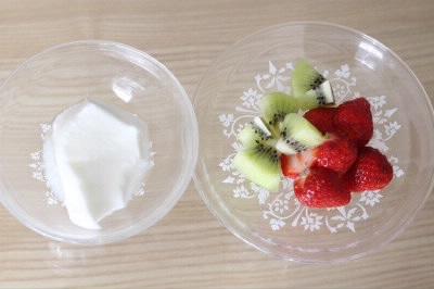ヨーグルトと果物