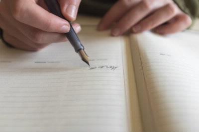 万年筆でノートに書く