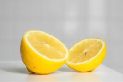割れたレモン