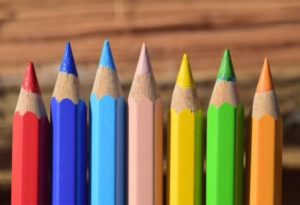 レインボー色の色鉛筆